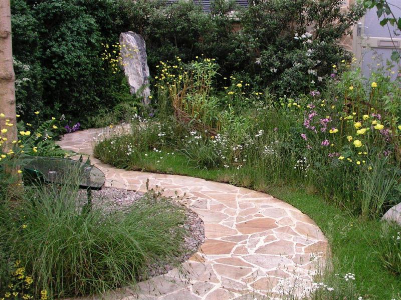 Как проложить в саду дорожки?