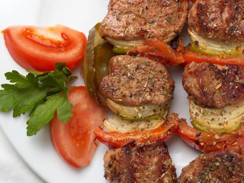 Кебаб с помидорами и белым вином