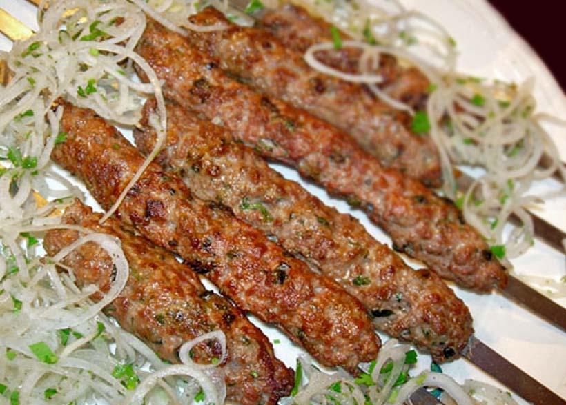 Люля-кебаб с луком и салом