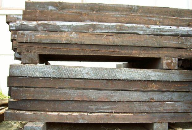 Фундамент из старых железнодорожных шпал