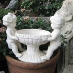 Классические фигуры и статуи в саду2