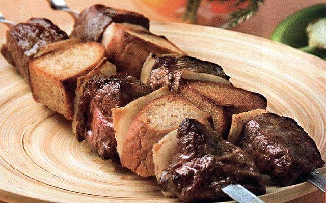 Шашлык из говядины с хлебом