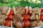 Шашлык из говядины с помидорами и луком