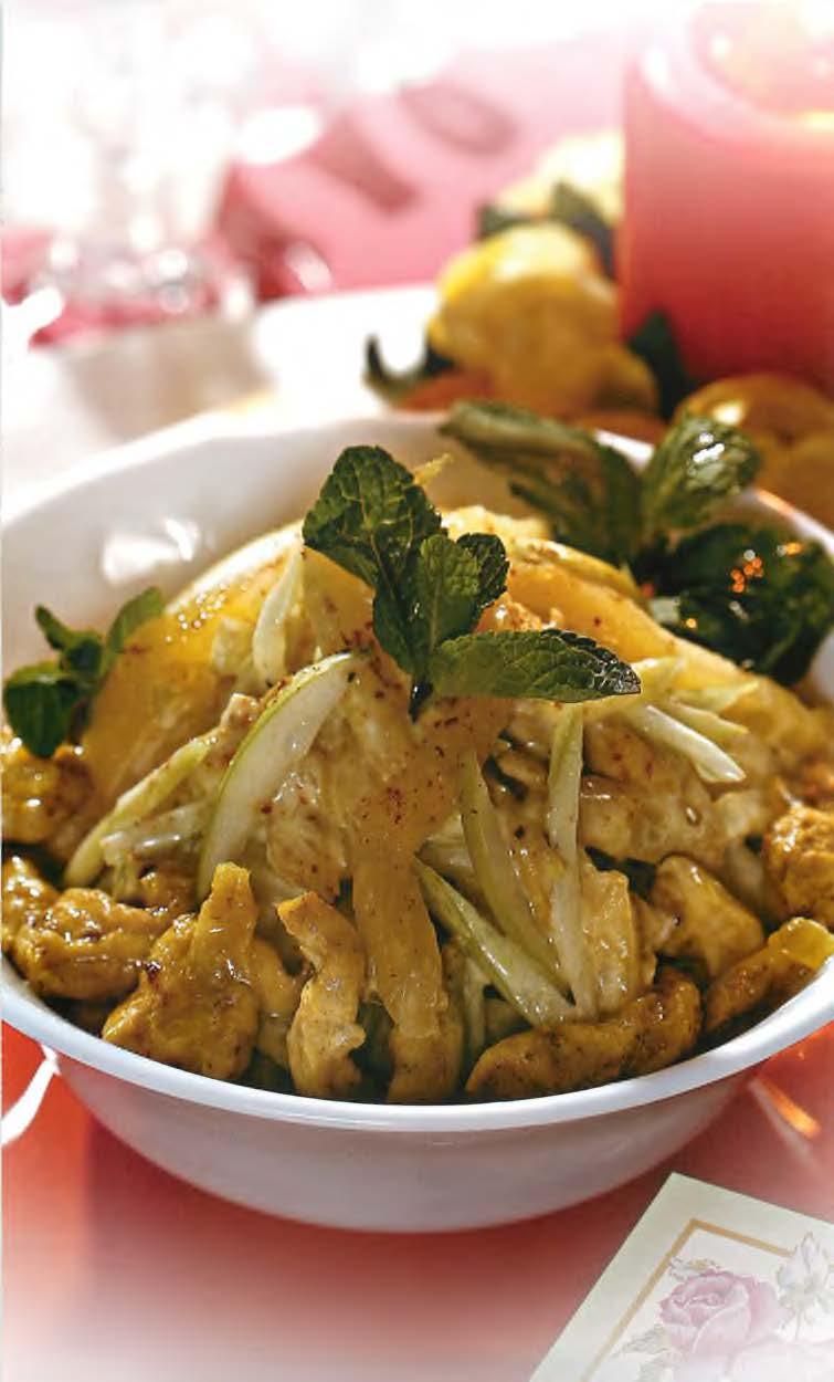 Салат с курицей, карри и ананасом