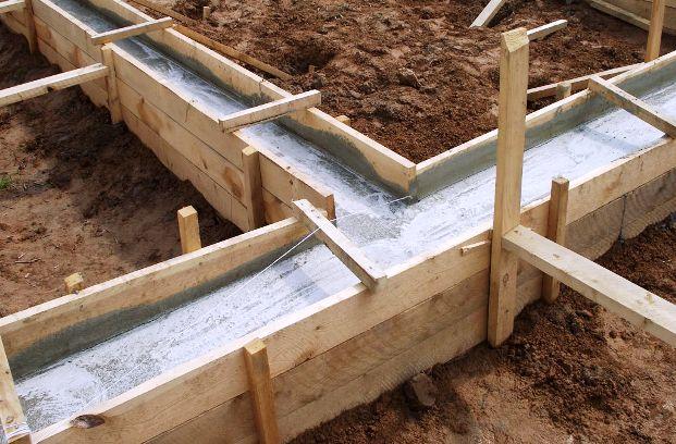 Заливка подошвы фундамента и фундаментной стены
