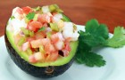 Авокадо, фаршированное помидорами