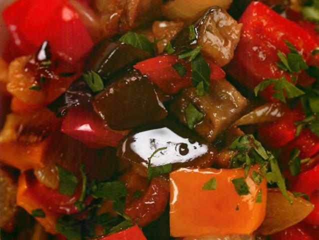 Баклажаны и перец, маринованные с грецкими орехами