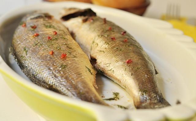 Филе сибаса, запеченное с морепродуктами