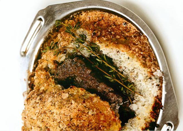 Говяжья вырезка, запеченная в морской соли со специями