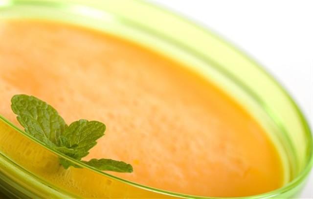 Холодный суп из дыни с мятой
