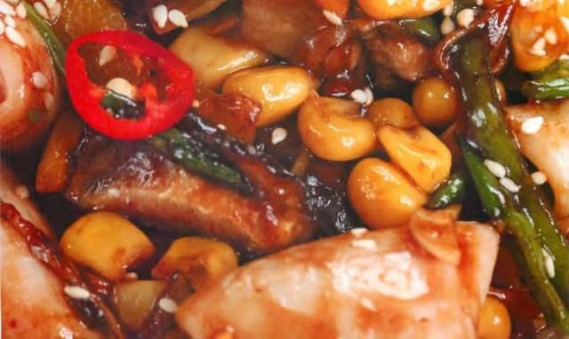 Кальмары с овощами и грибами шиитаке