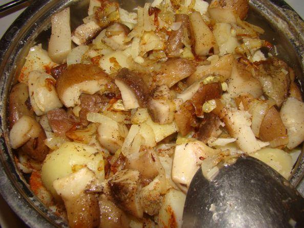 Картофель, тушеный с белыми грибами