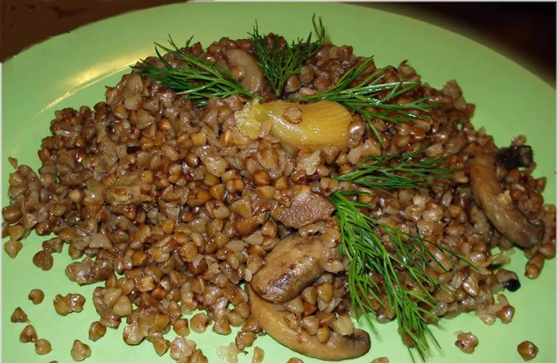 Каша гречневая с грибами и луком