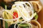 Куриный бульон с вонтонами из утки и грибами шиитаке