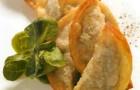 Мини-чебуреки с мясом ягненка и зеленью