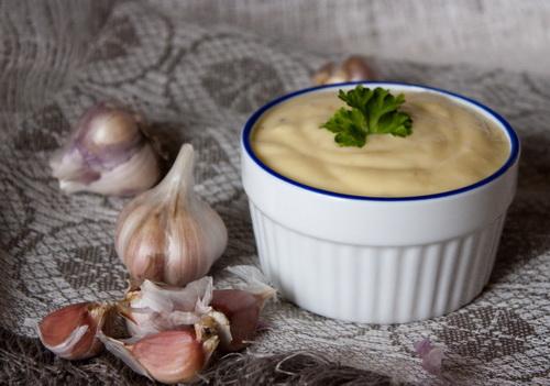 Молдавский чесночный соус (муджей)