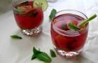 Напиток из малины и крыжовника