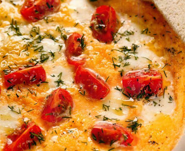 Омлет с мини-моцареллой и помидорами черри