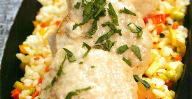 Паровые котлеты с рисом и овощами