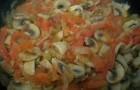Подлива с томатом и грибами