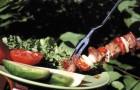 Рыба с огурцами на шампурах