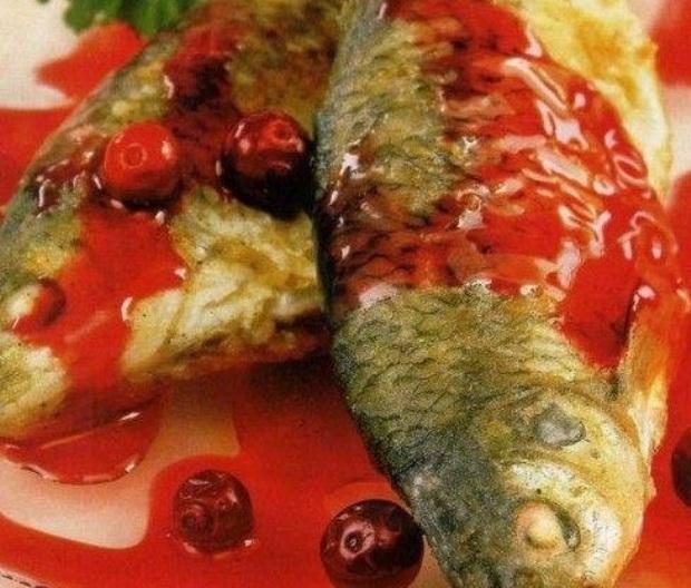 Рыба жареная с клюквой