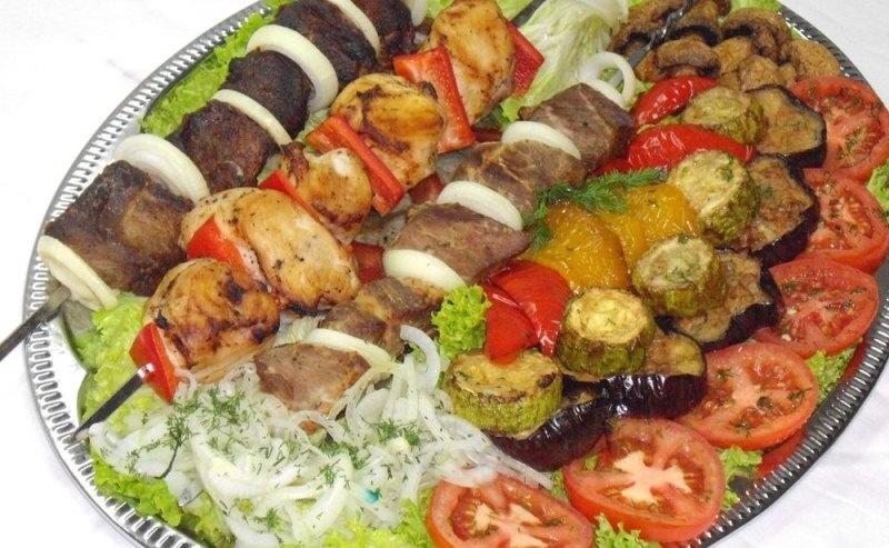 Шашлык ассорти с овощами