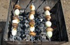 Шашлык из грибов и колбасы
