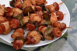 Шашлык из колбасы с грибами