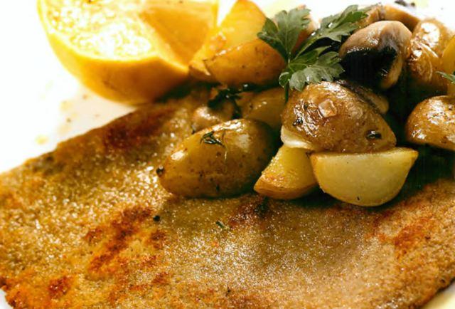 Шницель по-венски с картофелем и грибами