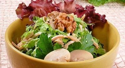 Салат грибной с орехами