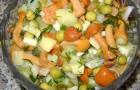 Салат из картофеля с маринованными грибами и желтым горошком