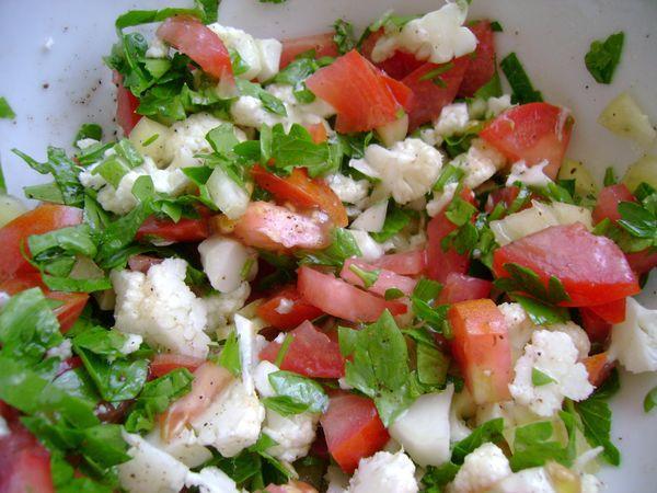 Салат из помидоров, огурца и тофу