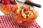 Салат с яблоками, морковью и семечками