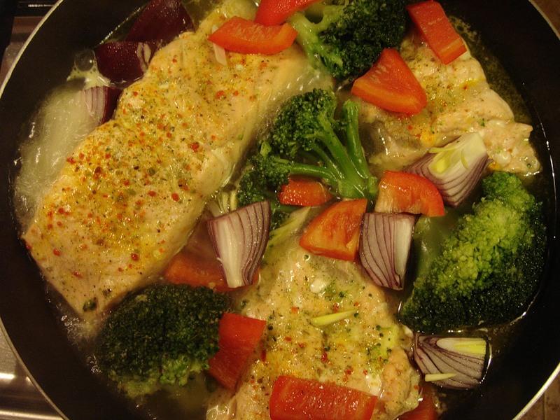 Семга с овощным гарниром