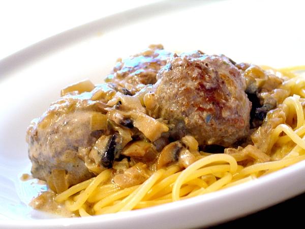 Сливочный соус с грибами и мясным фаршем