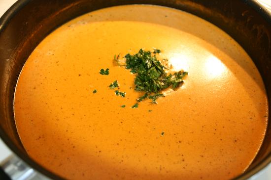 Сметанный соус с томатом и луком