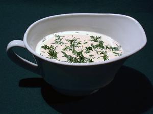 Сметанный соус с зеленью и горошком