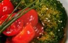 Соте из брокколи с помидорами черри и кунжутным соусом