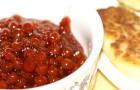 Соус из крыжовника и красной смородины