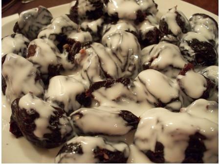 Соус с орехами и черносливом