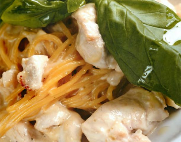 Спагетти с сыром и куриным филе
