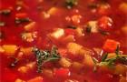 Суп-гуляш из говядины и овощей со сметаной
