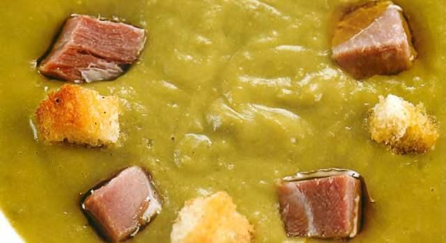 Суп из молодого горошка с копченой грудинкой