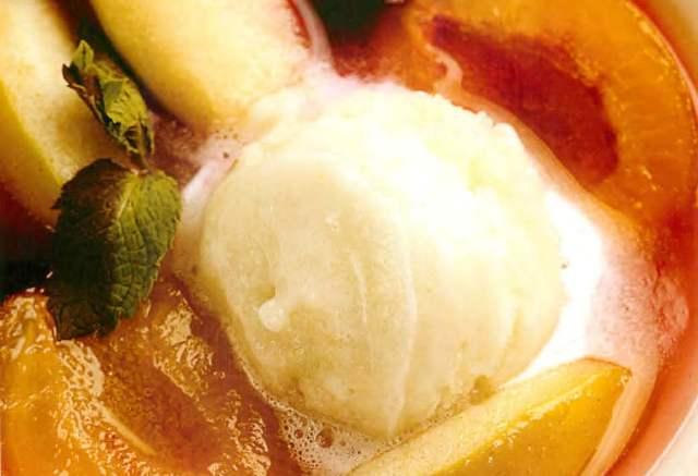 Суп из виноградного сока с яблоком,сливой и лимонным сорбетом