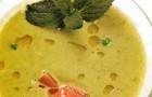 Суп из зеленого горошка и мяты с копченым лососем