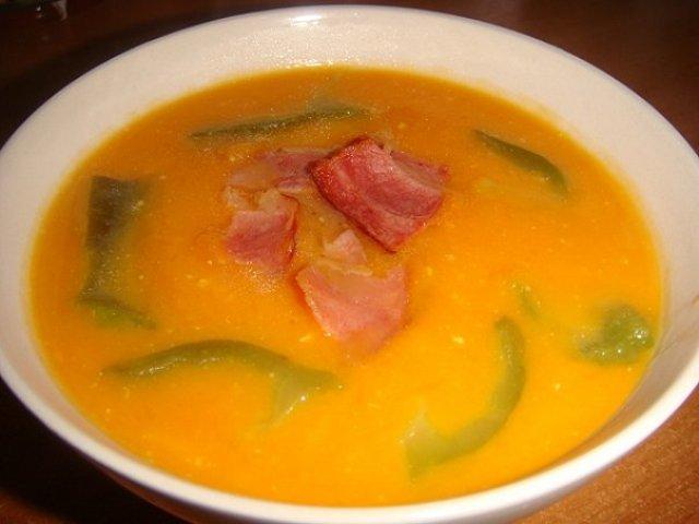 Суп-крем из тыквы с рукколой и беконом