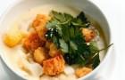 Суп-пюре из куриного филе и цветной капусты с гренками