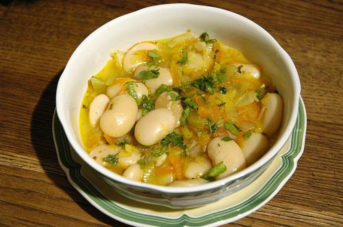 Суп с фасолью и луком-пореем