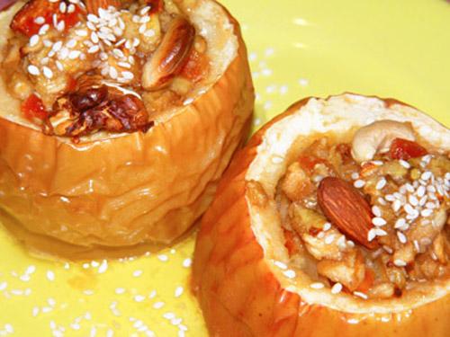 Яблоки,фаршированные мармеладом, изюмом и орехами